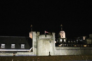 E bem ao seu lado, a Tower of London