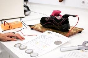 Prueba de abrasión de tejidos en calzado laboral
