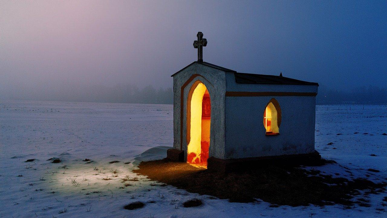 Chapelle dans la nuit
