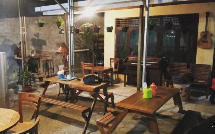 Suasana Homey di Kafe Panoetankoe, Pare