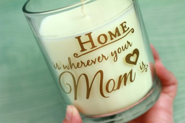Are you struggling to find the perfect gift for mom this Mother's Day? Use this FREE Silhouette cut file to decorate her favorite scented candle with adhesive vinyl. You'll love how quickly this beautiful gift comes together!