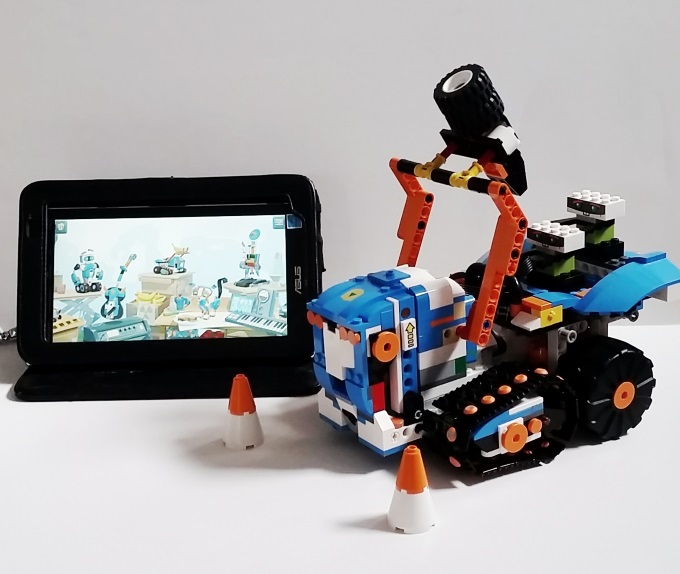 LEGO Boost hot holiday toys review via www.parentclub.ca