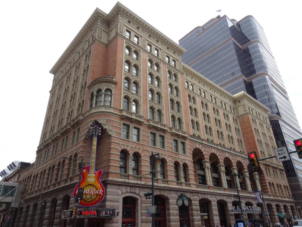 Un Hard Rock Café et sa symbolique enseigne