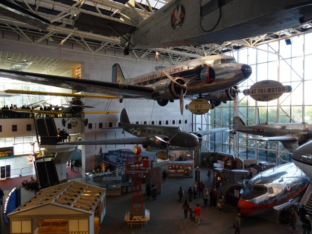 Les premiers avions commerciaux