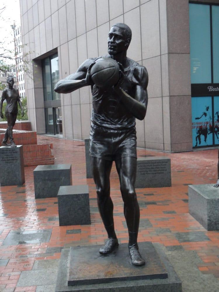 La Statue de la légende des Celtics, Bill Russell