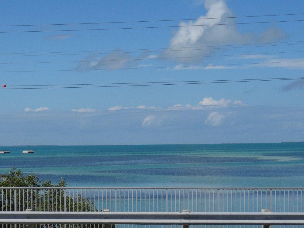 Une vue sur la mer des caraïbes depuis la Overseas Highway
