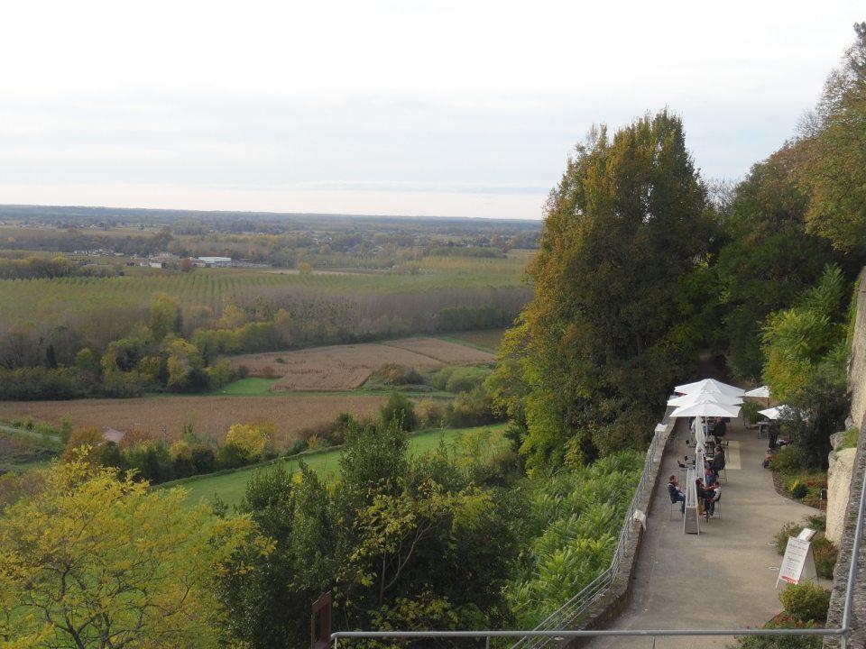 Vue panoramique sur la Garonne depuis l'esplanade de l'église de Sainte-Croix-du-Mont
