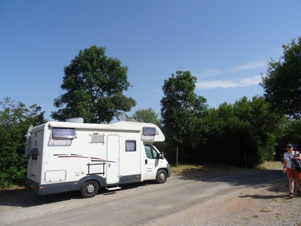 Parking pour camping-cars à La Couvertoirade