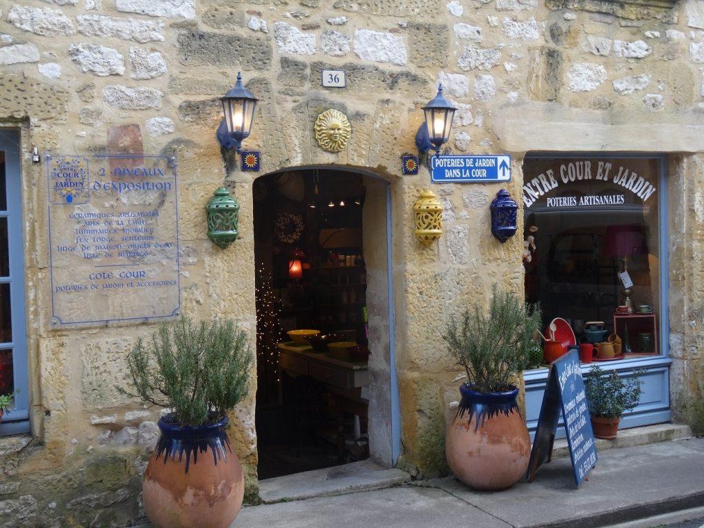 Boutique de créateurs à Monpazier, Dordogne