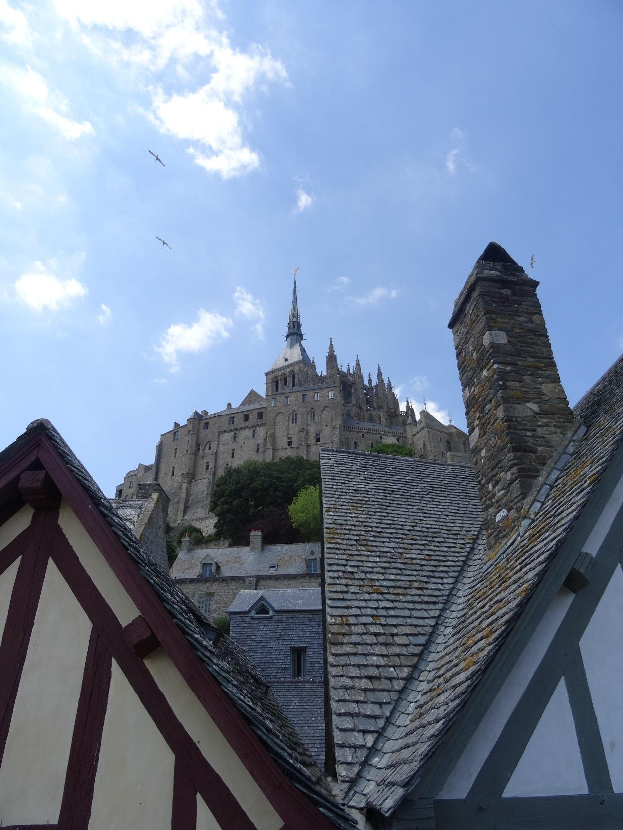 Mont-Saint-Michel - Vue sur l'abbaye depuis le village