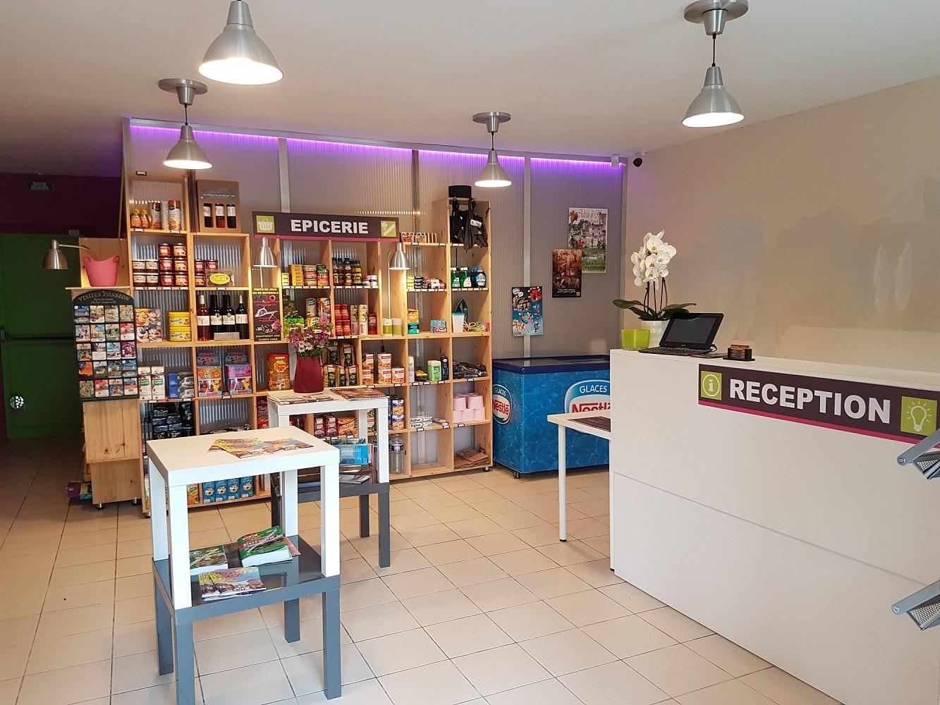 Camping de Rauzan (Gironde) - Réception et épicerie