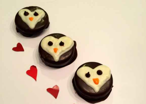 Whether you have a penguin lover in your life, or simply if you're looking for something non-pink or red this Valentine's Day, these penguin heart cookies are so cute! And while they are a little time consuming (covering the Oreos in chocolate), they aren't hard at all!