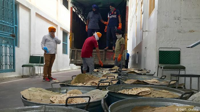 The food is then loaded onto trucks and pick-up vans to be delivered across Delhi and neighboring cities like Noida and Ghaziabad. Localities are chosen on the basis of need, usually after other forms of aid have not been delivered. Government officials and local NGOs also request thousands of meals.