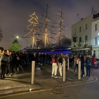 Groups of teens gather at Greenwich Cutty Sark in lockdown | #socialmedia | #children