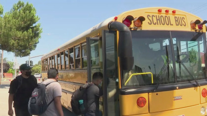 Students in the East Side Union High School District board a bus on the first day of school, August 10, 2021. (CBS)