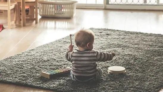 Have clear and consistent rules for the toddlers to follow. Communicate in a proper way and they will surely listen to you.(Pexels)