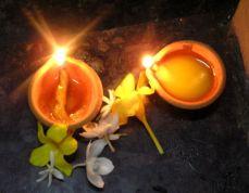 Sri Lanka, Negombo. Veselý Ganéša má taky rád vůni květin. Dar od chudých fanoušků. * Hilarious Ganesha has also like smell. A gift from the poor fans.