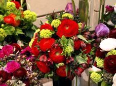 Viaduc des Arts. A pryskyřníky. Výběr květů u nás ne úplně obvyklý.