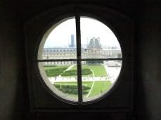 Výhled ze světlíku expozice židlí