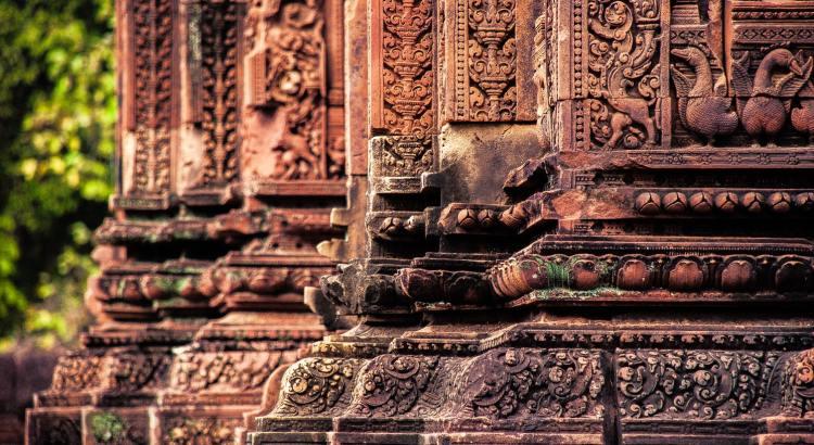 blog-voyage-couple-parfums-de-liberte-julie-et-leo-temples-d-angkor-colones