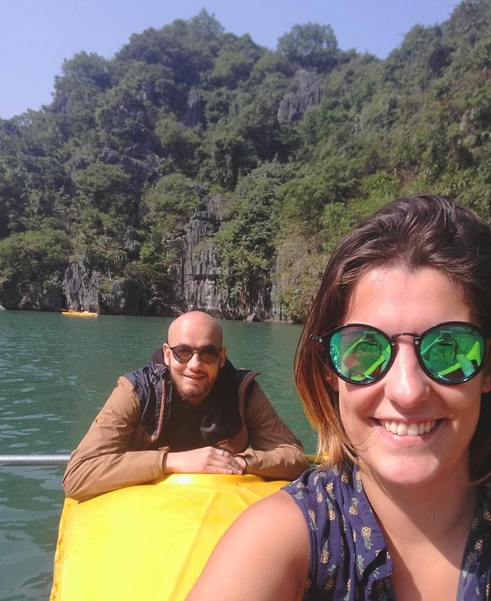 blog-voyage-couple-parfums-de-liberte-leo-et-julie-petit-budget-baie-along-vietnam-lan-ha-kayak