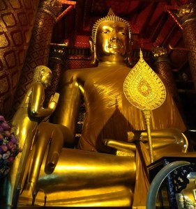 blog-voyage-couple-parfums-de-liberte-leo-et-julie-petit-budget -ayutthaya-wat-phanan-choeng
