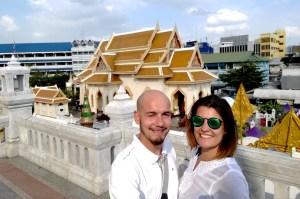blog-voyage-couple-parfums-de-liberte-leo-et-julie-petit-budget-guide-complet-thailande-selphie-couple-bangkok
