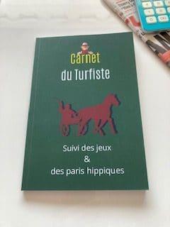 carnet du turfiste et de suivi des paris hippiques couverture