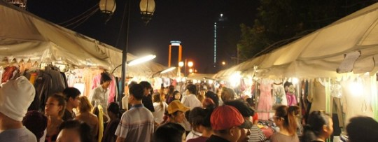 Dans les allées du Night Market de Phnom Penh