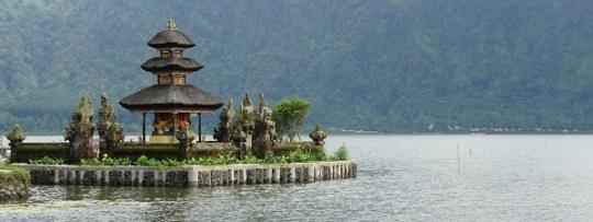 Temple flottant de Bedugul à Bali