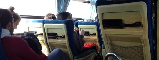 Confort spartiate dans les bus au Laos