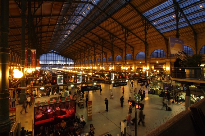Gare_du_Nord_night_Paris_FRA_001