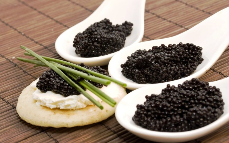 caviar francês com blini