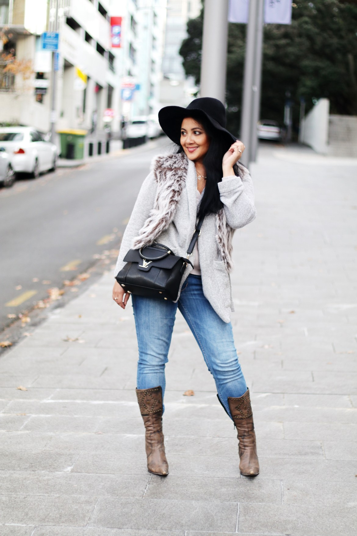 Paris Chic Style How To Wear A Faux Fur Vest Parisian Chic Style Everyday Fashion Streetstyle 1_resize