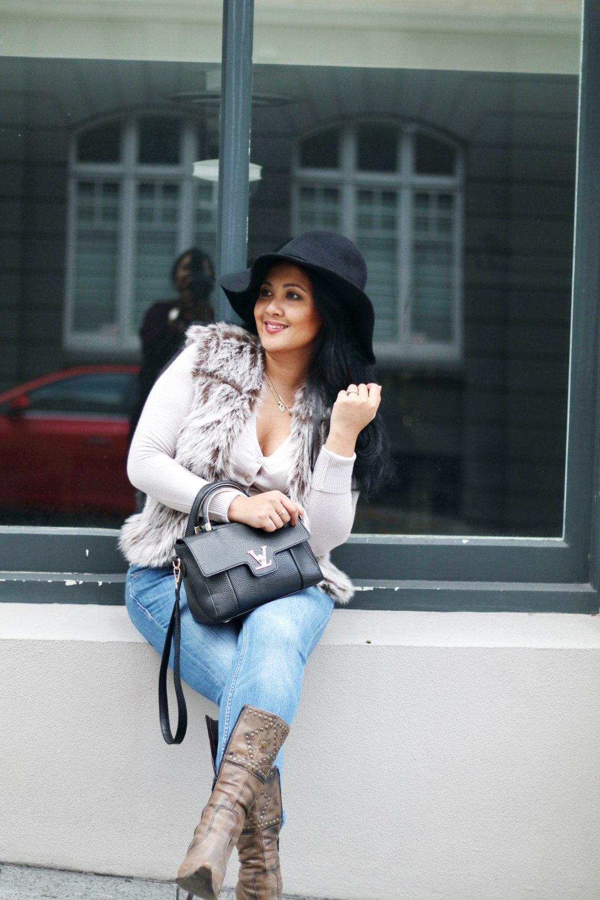 Paris Chic Style How To Wear A Faux Fur Vest Parisian Chic Style Everyday Fashion Streetstyle 3_resize