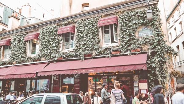 Paris-France-Rose-Gold-Lightroom-Preset-Paris-Chic-Style-Travel-Instagram-Fashion-Blog-26