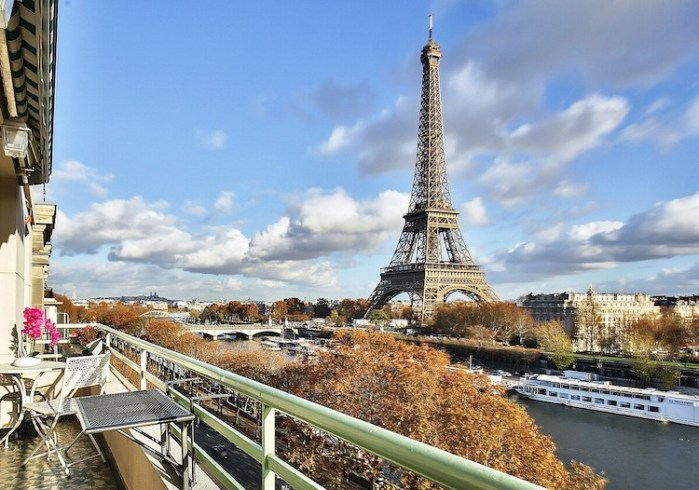 Best Airbnbs In Paris With Eiffel Tower View Balcony Street View Paris Apartment Paris Chic Style