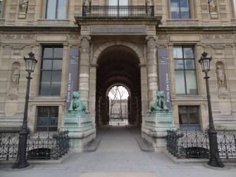 5 consejos para visitar el Louvre Leones