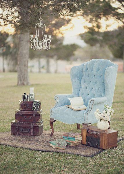 Thème-mariage-vintage-fauteuil-valises