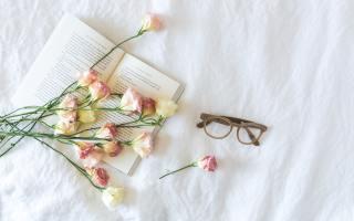 défi-thèmes-livre-lunettes-fleurs