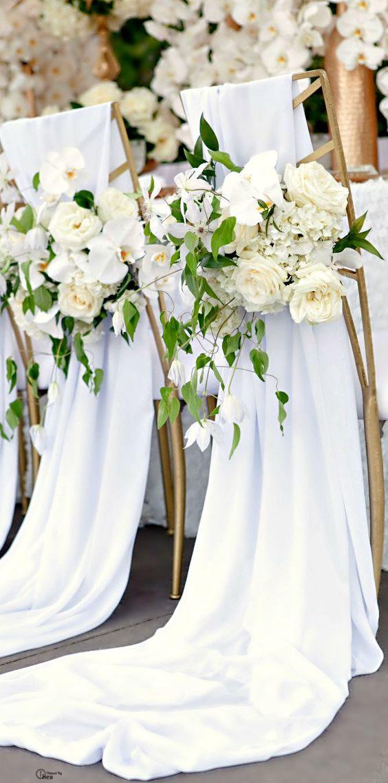 Thème-mariage-tout-blanc-chaises