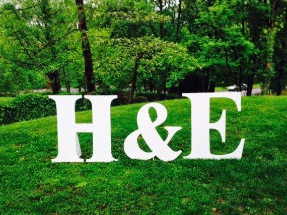Thème-mariage-tout-blanc-lettres-initiales