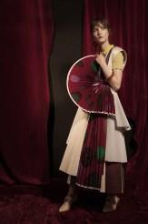 Top : Vivienne Westwood Robe: Paule Ka Jupe : Liselore Sandales : Drome Boucle d'oreille et Bracelet : Dsquared2