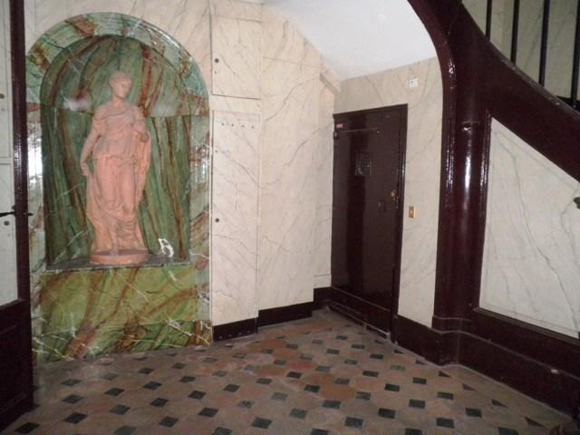 cour-et-cage-descalier-hotel-particulier-rue-de-lodeon-75006
