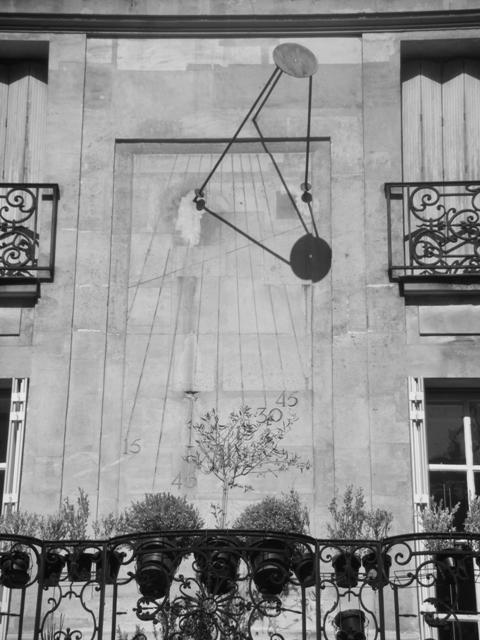 Cadran solaire rue saint Louis en L'Ile