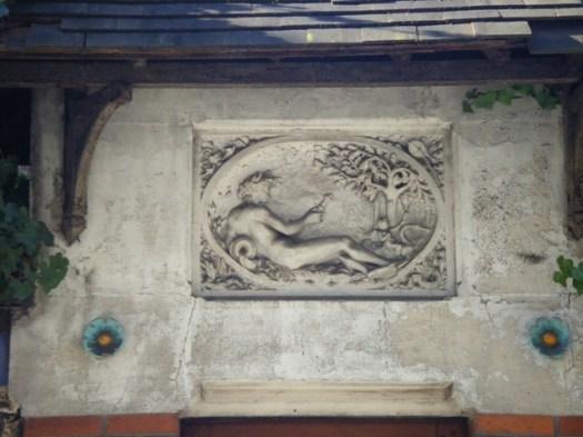 La femme, Cupidon et le cygne rue Levert 75020