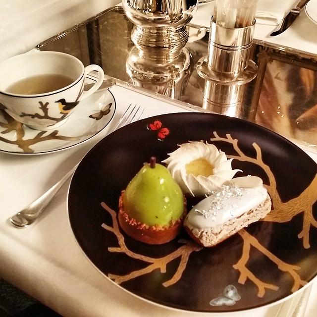 Tea Time au Meurice les pâtisseries fines de Cédric Grolet salons de thé
