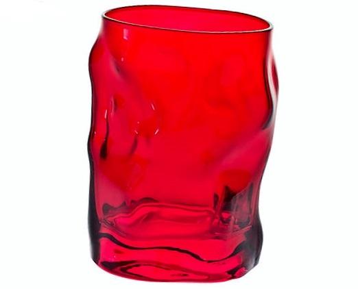 Verre à eau rouge