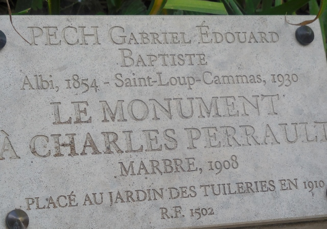 Le Monument à Charles Perrault