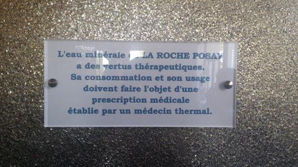 Eau minérale de La Roche Posay directement à la source à sa température d'origine, 13°